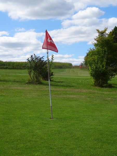 free access to nearby pitch & putt great for teenagers